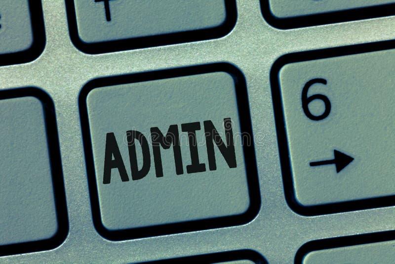 Escritura conceptual de la mano que muestra el Admin Funcionarios de exhibición de la foto del negocio en el Poder Ejecutivo de l foto de archivo libre de regalías