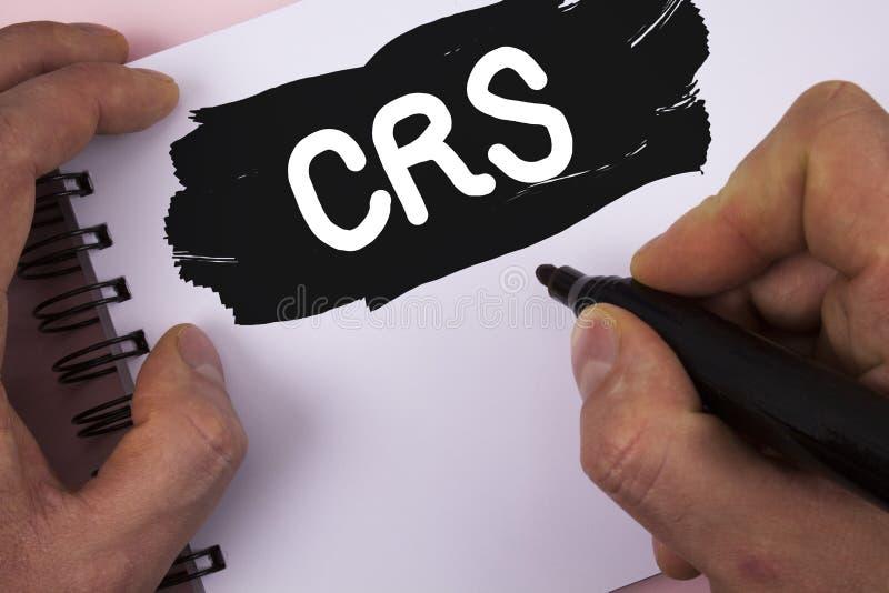 Escritura conceptual de la mano que muestra el CRS Estándar común de la información del texto de la foto del negocio para compart imagen de archivo libre de regalías