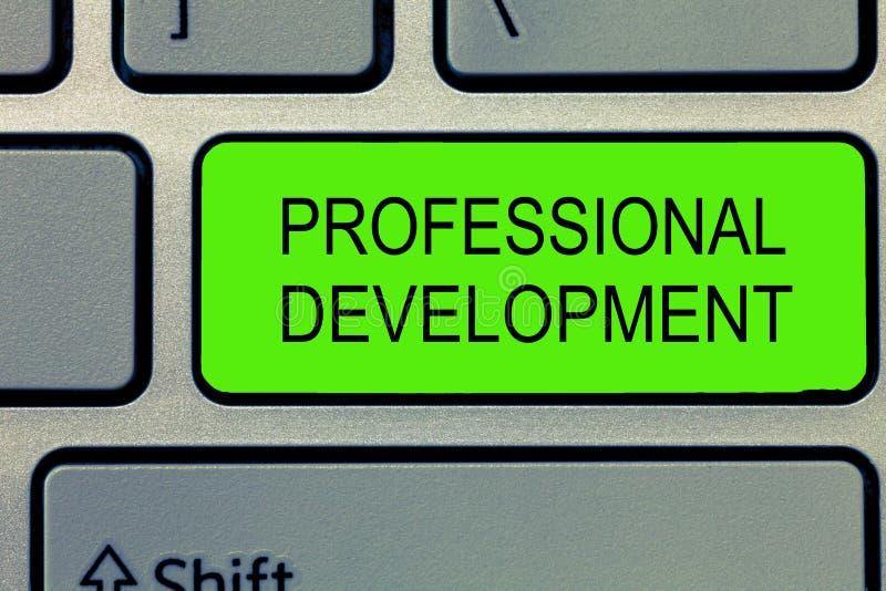 Escritura conceptual de la mano que muestra el desarrollo profesional Texto de la foto del negocio que aprende ganar o mantener m imagenes de archivo