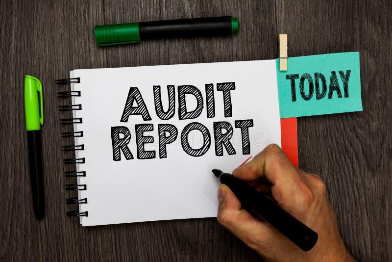 Escritura conceptual de la mano que muestra el informe de auditoría Foto del negocio que muestra una valoración de la situación f fotografía de archivo