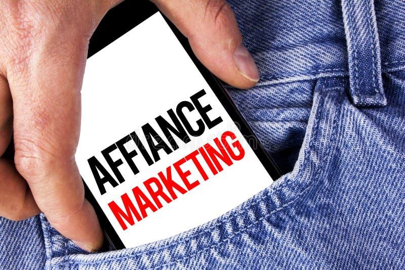 Escritura conceptual de la mano que muestra el márketing del Affiance Foto del negocio que muestra uniéndose a dos o más compañía fotos de archivo libres de regalías