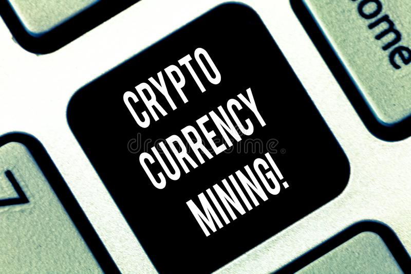 Escritura conceptual de la mano que muestra la explotación minera Crypto de la moneda Disco de exhibición de la transacción de gr imagen de archivo