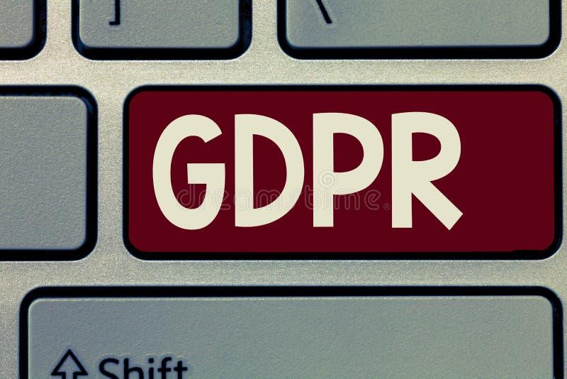 Escritura conceptual de la mano que muestra GDPR Regulación de exhibición de la foto del negocio en ley de la UE sobre la protecc imágenes de archivo libres de regalías
