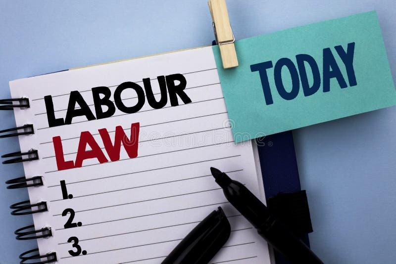 Escritura conceptual de la mano que muestra ley de trabajo El empleo del texto de la foto del negocio gobierna el writt de la uni fotografía de archivo libre de regalías
