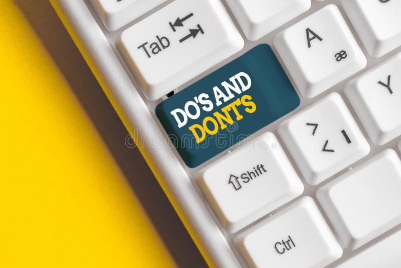 Escritura conceptual a mano mostrando Do S And Dont S. Fotografía comercial que muestra las normas o costumbres relativas a algun imágenes de archivo libres de regalías