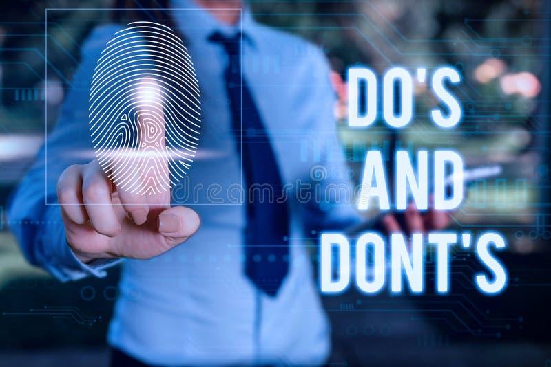 Escritura conceptual a mano mostrando Do S Is and Dont S Is. Fotos de negocios asesorando Reglas o costumbres relativas a imagen de archivo libre de regalías