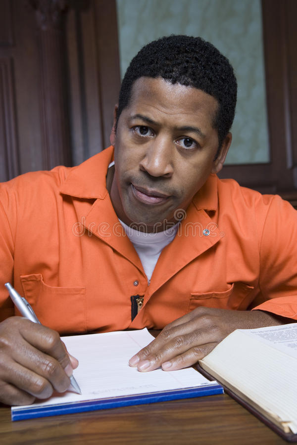 Escritura criminal en sala de tribunal foto de archivo