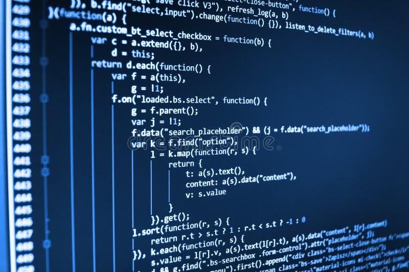 Escritura de funciones programadas en el ordenador portátil fotografía de archivo