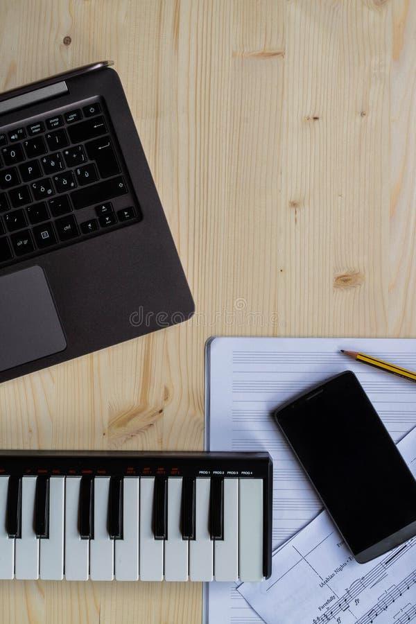 Escritura de la música imagen de archivo libre de regalías