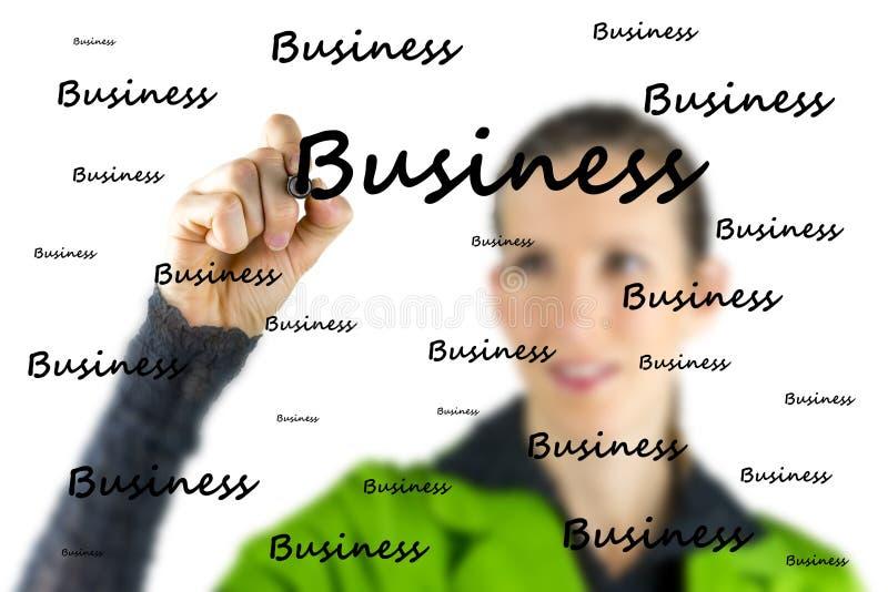 Escritura de la mujer - negocio - en una pantalla virtual imagen de archivo libre de regalías