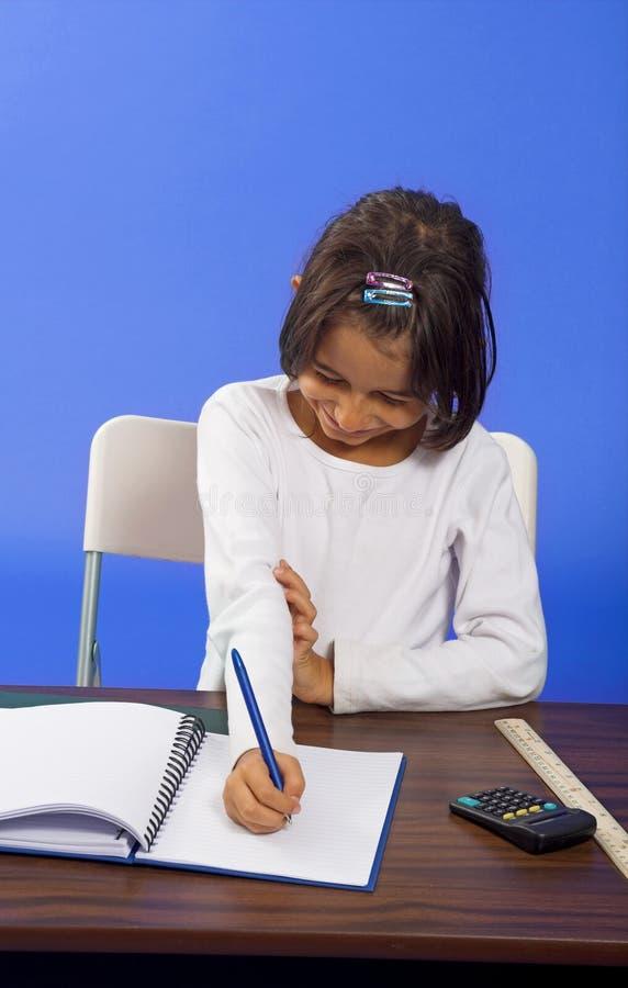 Escritura de la niña fotografía de archivo