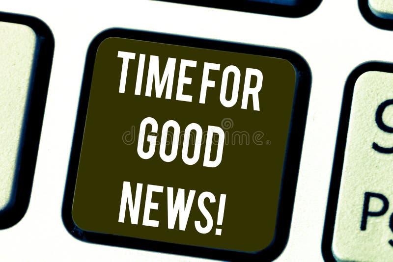 Escritura de la nota que muestra la hora para las buenas noticias Comunicación de exhibición de la foto del negocio del tiempo es fotos de archivo