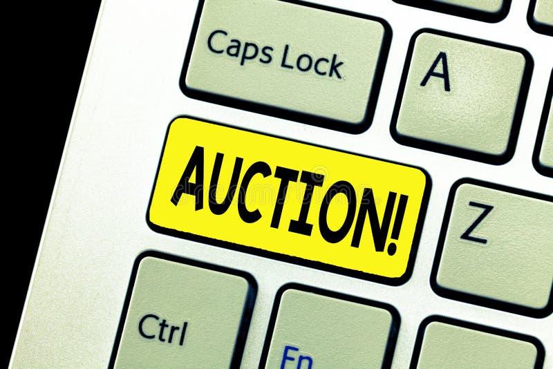 Escritura de la subasta de la demostración de la nota Foto del negocio que muestra mercancías de la venta pública o propiedad ven imagenes de archivo