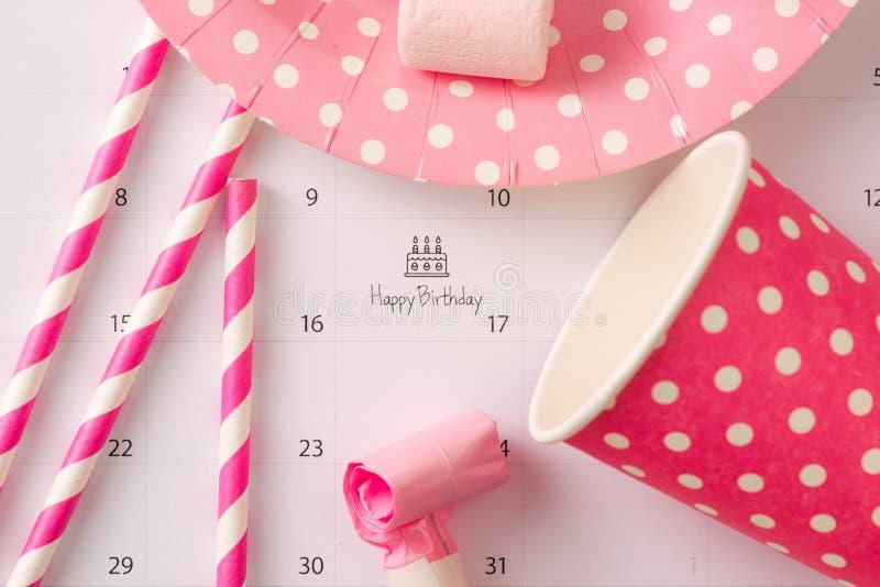 Escritura de la torta en feliz cumpleaños del calendario imagen de archivo
