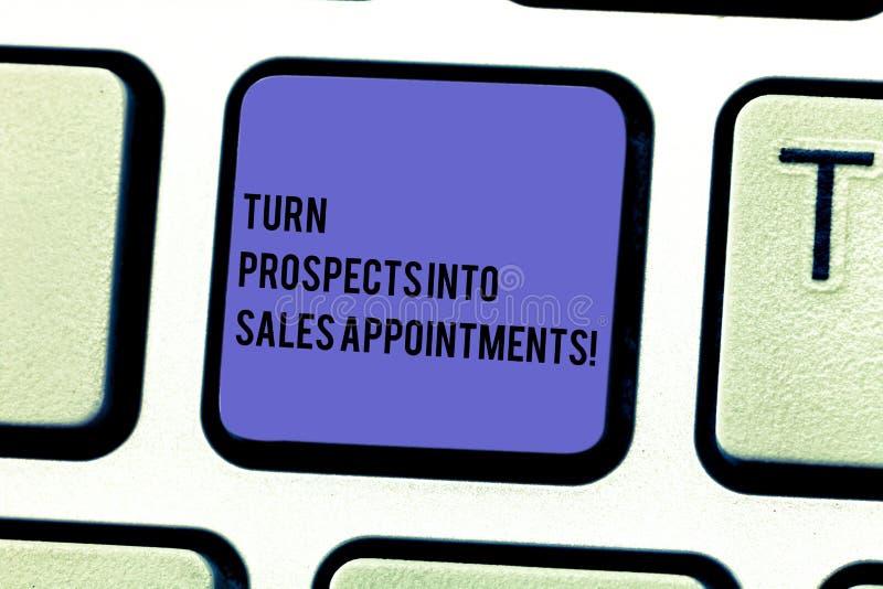 Escritura de perspectivas de la vuelta de la demostración de la nota en citas de las ventas Ventajas que convierten de exhibición foto de archivo