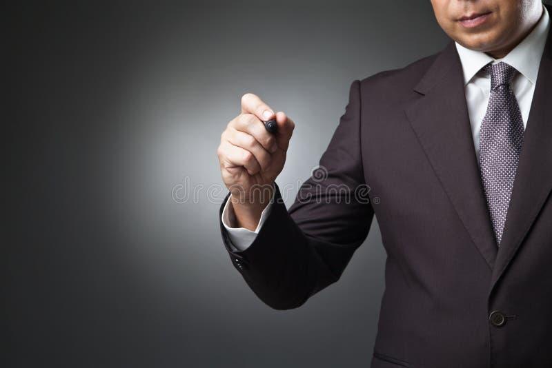 Escritura del hombre de negocios, dibujo en la pantalla fotos de archivo