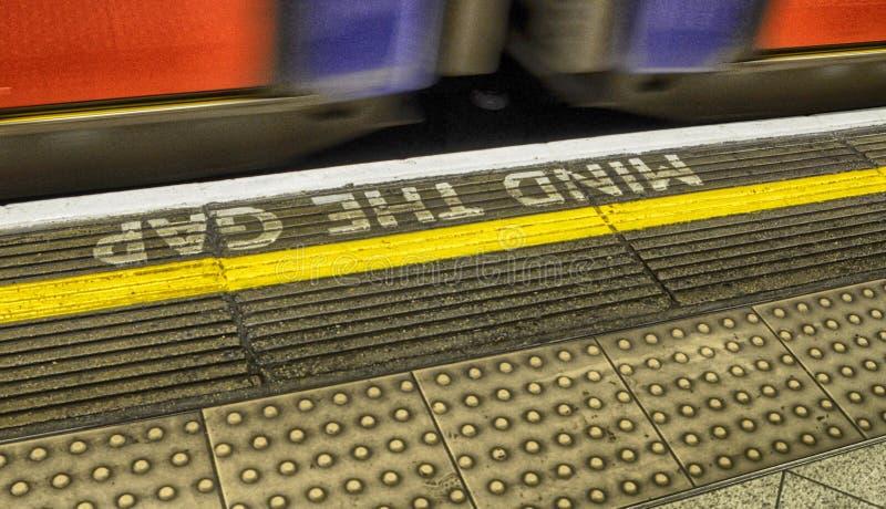 Escritura del metro de Londres imagenes de archivo