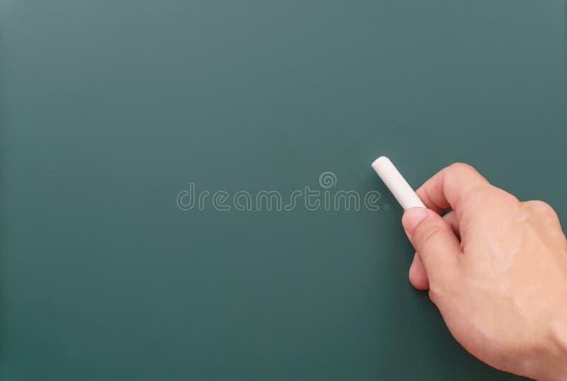Escritura derecha en una pizarra fotos de archivo
