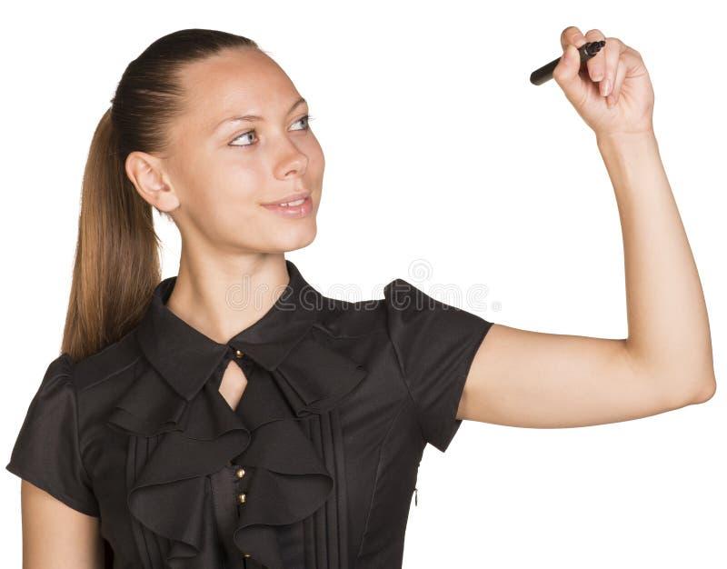 Escritura joven de la mujer de negocios algo con el marcador fotos de archivo libres de regalías