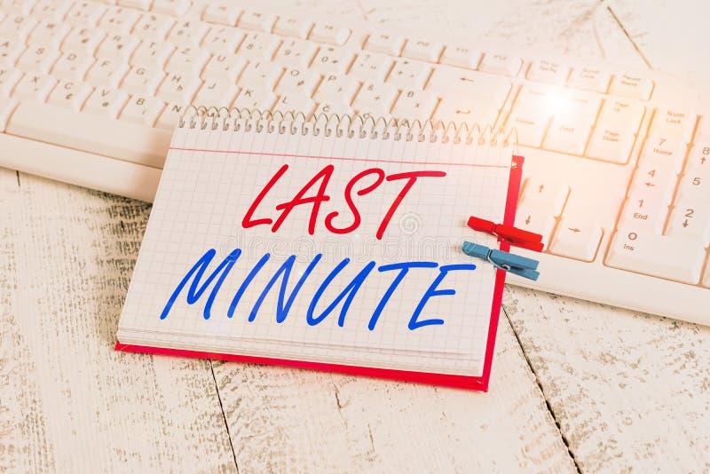 Escritura a mano de texto en último minuto Concepto significa hecho o que se produce a más tardar antes de un evento imágenes de archivo libres de regalías