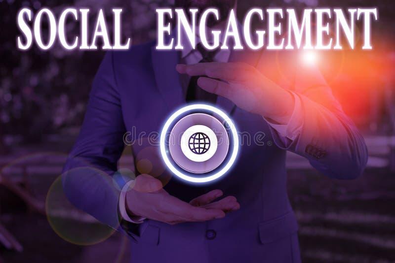 Escritura a mano de texto escritura de Social Engagement Concepto significa que uno es el grado de participación en una comunidad foto de archivo