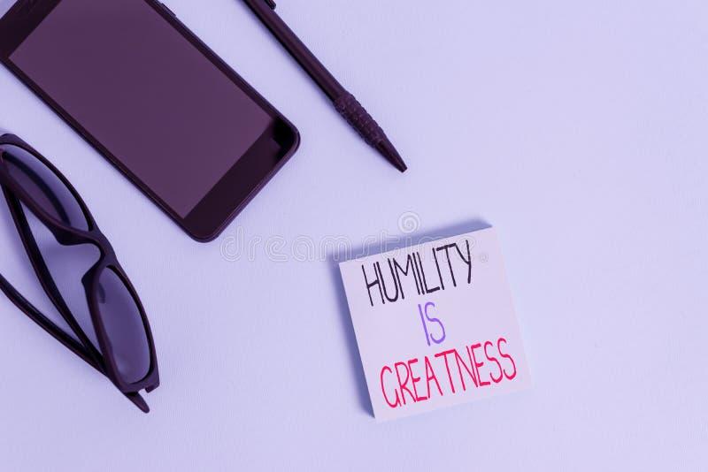 Escritura a mano escritura Humilitud es grandeza Concepto que significa ser humilde es una virtud no sentirse excesivamente super fotografía de archivo