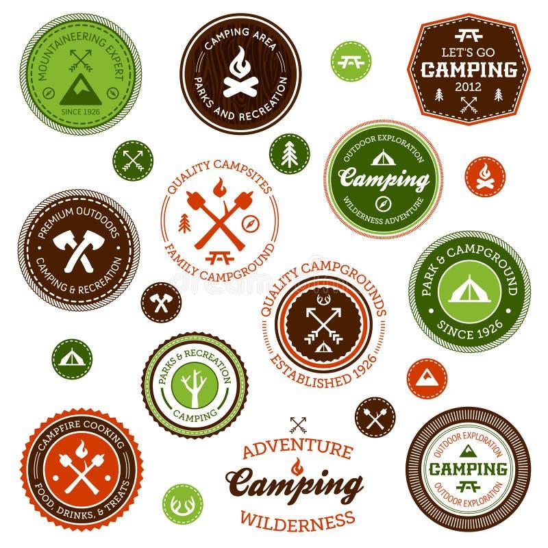 Escrituras de la etiqueta que acampan libre illustration