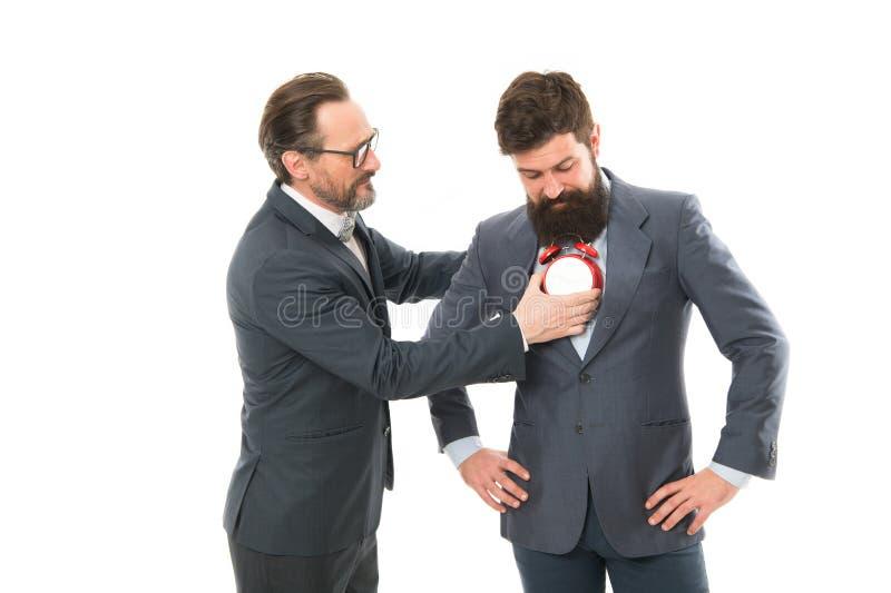 Escucha su corazón Hombres de negocios de la ropa formal con el despertador Disciplina de la gestión de tiempo Mejore la puntuali fotografía de archivo libre de regalías