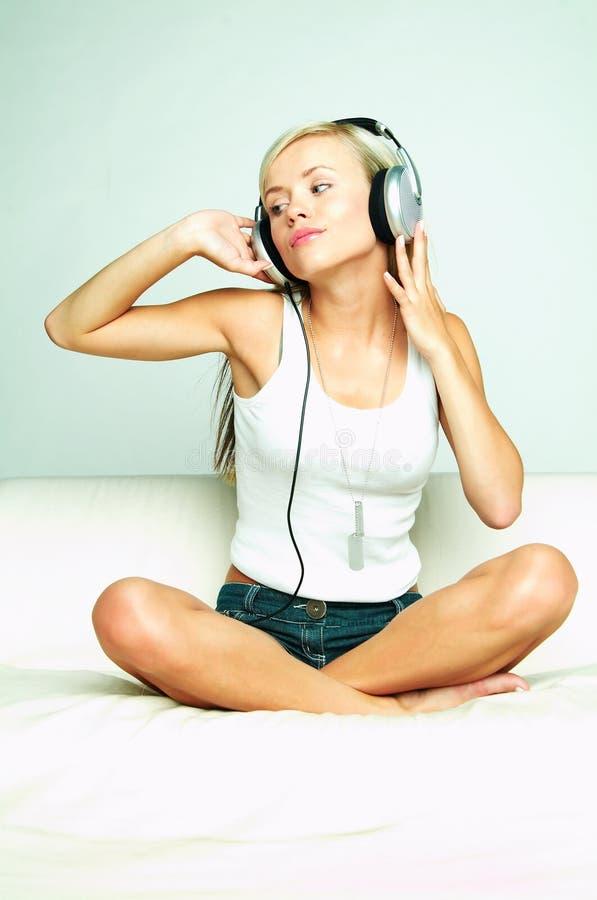 Escuche la música imagen de archivo libre de regalías
