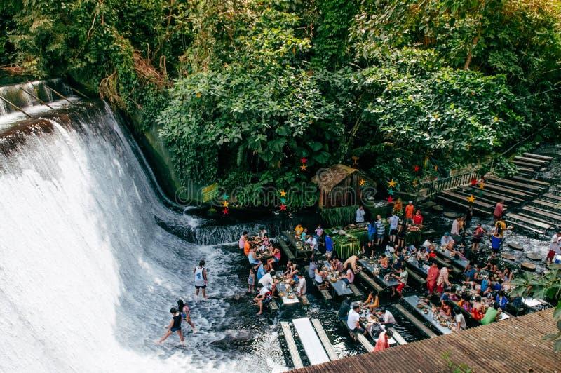 Escudero del chalet del restaurante de la cascada, San Pablo, Filipinas fotografía de archivo
