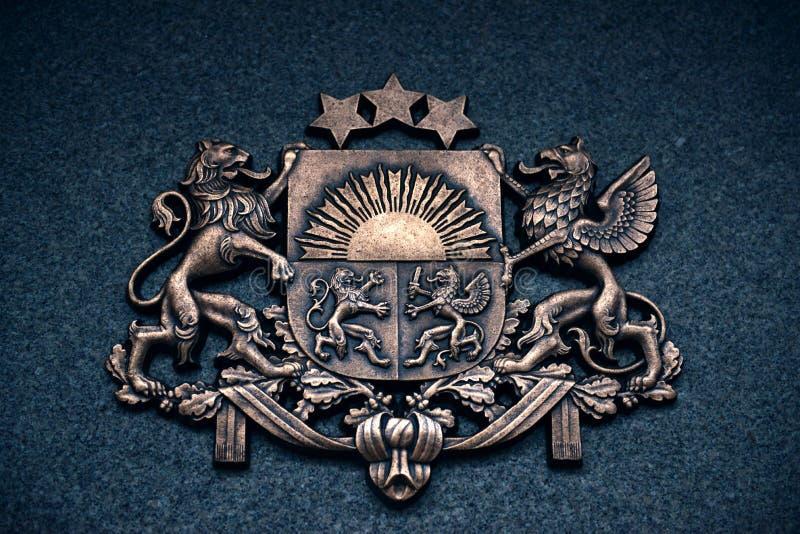 Escudo de armas de Letonia fotos de archivo
