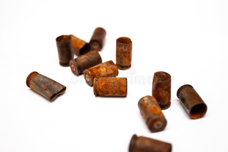 Escudos de uma bala da pilha em um fundo branco fotos de stock royalty free