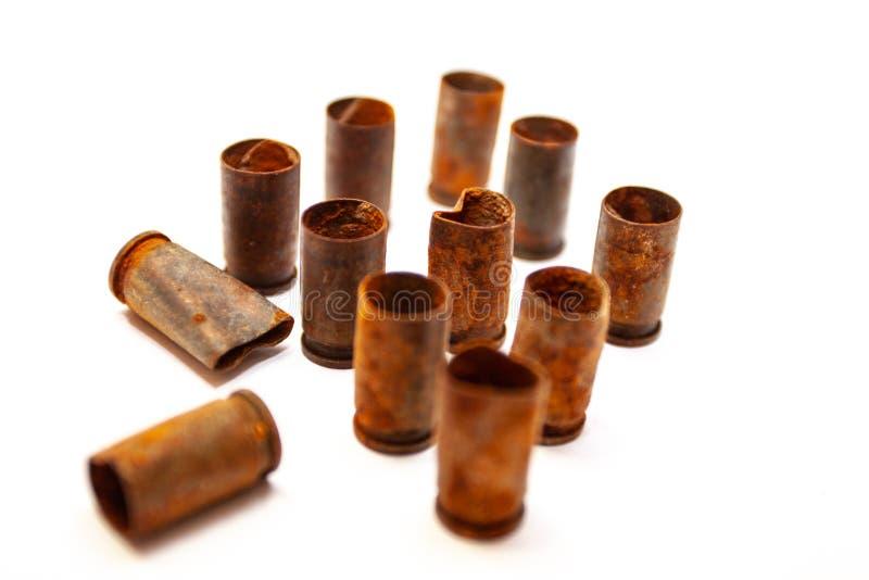Escudos de uma bala da pilha em um fundo branco fotos de stock