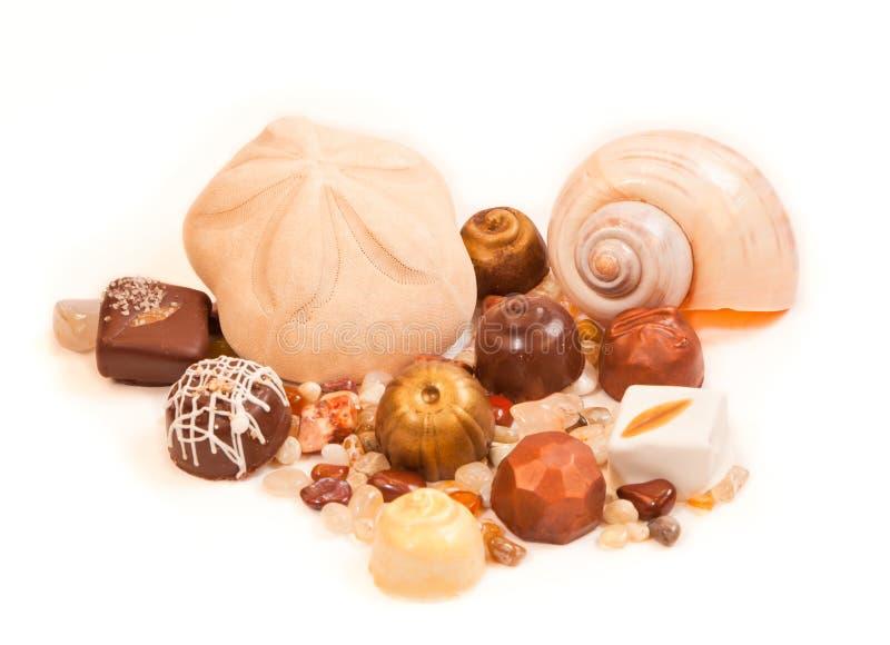 Escudos e chocolates foto de stock