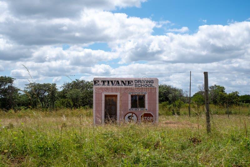 Escuela de conducción 'E Tivane ', fotografiado en un pueblo rural en Mpumalanga, Suráfrica fotos de archivo libres de regalías