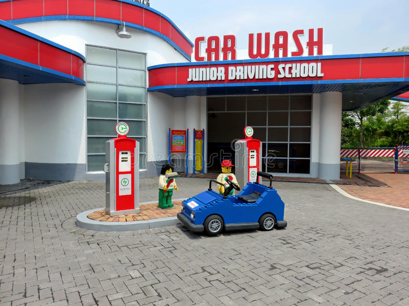 Escuela de conducción en Legoland imagen de archivo