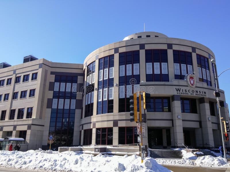 Escuela del edificio del negocio, universidad de Wisconsin en Madison, tiempo del invierno imagen de archivo libre de regalías