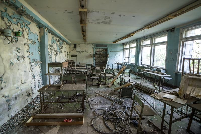 Escuela en la ciudad del fantasma de Pripyat, zona de exclusi?n de Chern?bil Cat?strofe nuclear fotografía de archivo libre de regalías