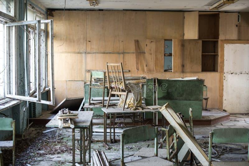 Escuela en la ciudad del fantasma de Pripyat, zona de exclusión de Chernóbil Catástrofe nuclear imagen de archivo libre de regalías