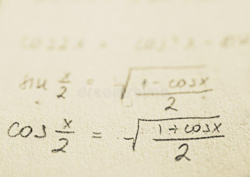 Escuela - fórmulas de la matemáticas fotos de archivo