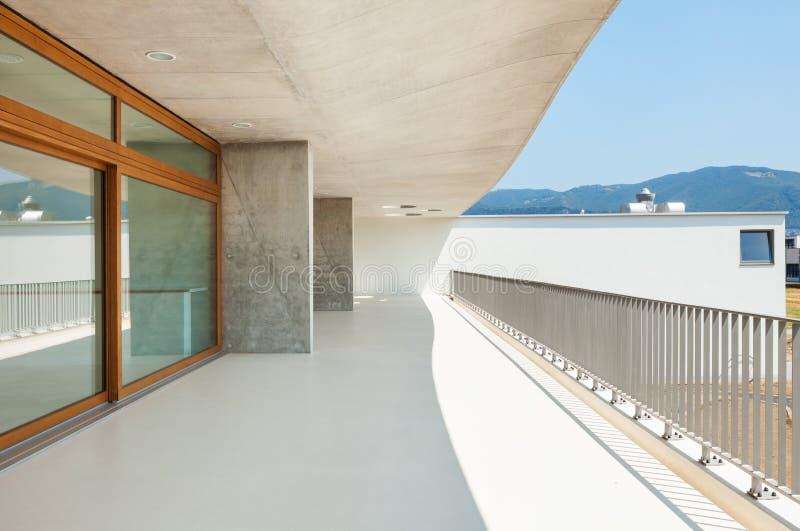 Escuela moderna, visión desde el balcón foto de archivo libre de regalías