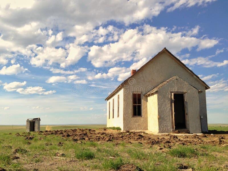 Escuela o casa abandonada vieja fotos de archivo