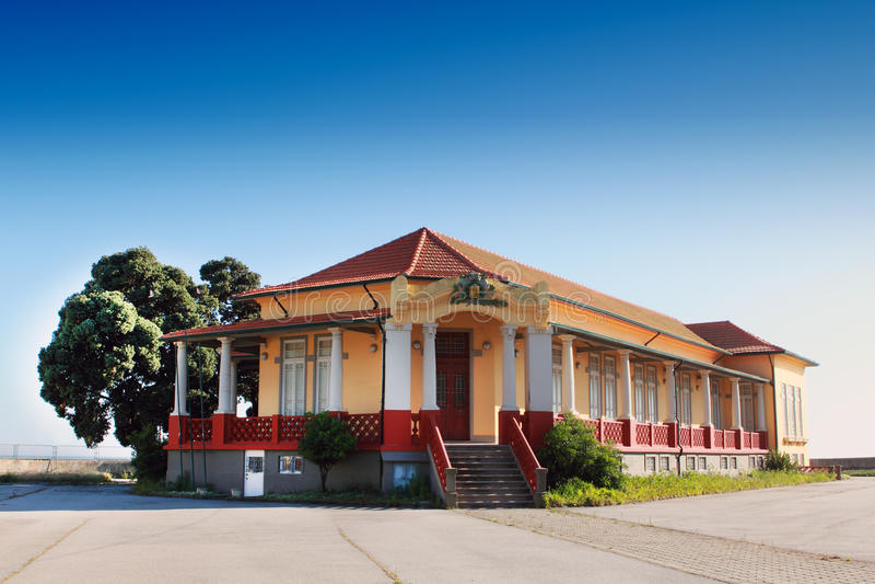 Escuela primaria vieja imagen de archivo