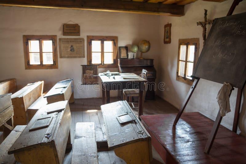 Escuela rústica tradicional en Eslovaquia fotos de archivo libres de regalías