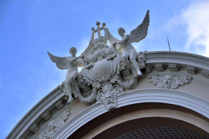 Esculpa el detalle en el edificio de la casa de Ho Chi Minh City Opera, Vietnam fotografía de archivo