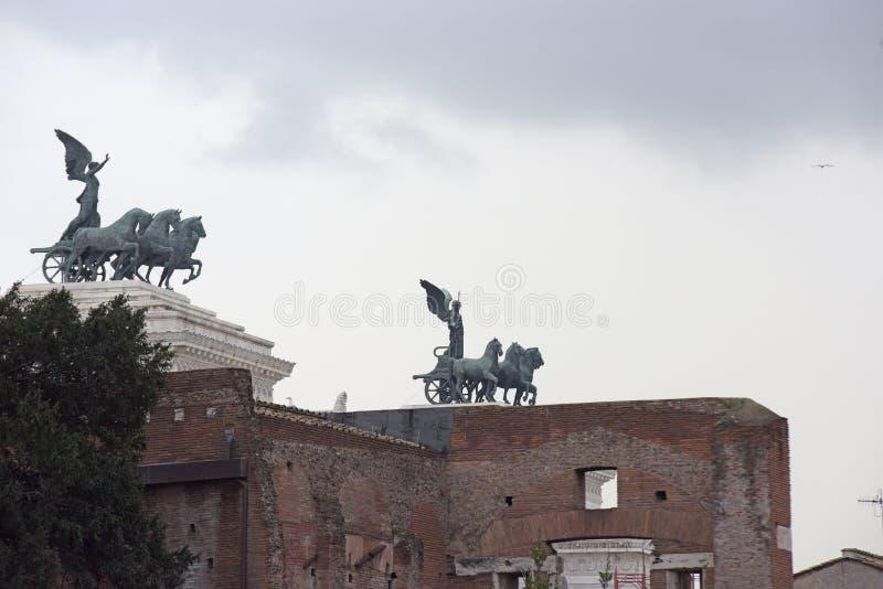 Esculptures Mitologic, римские белые скульптуры в искусстве стоковое фото