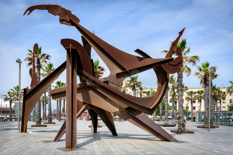 Escultura abstrata das ginastas feitas do metal fotografia de stock royalty free