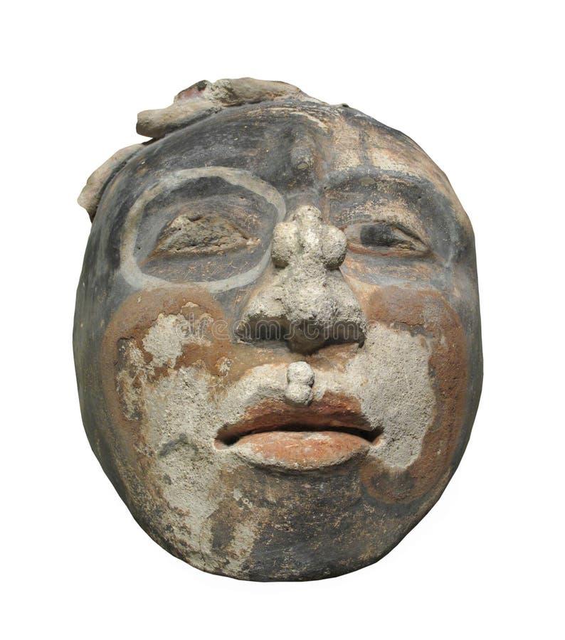 Escultura antiga da cara da argila isolada imagem de stock