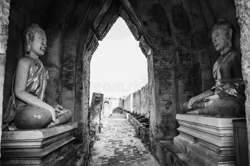 Escultura arruinada de Buda de Prasat Nakhon Luang, anterior olvidada fotos de archivo libres de regalías