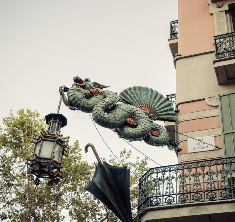 Escultura Barcelona do dragão. Catalonia, Espanha. imagens de stock